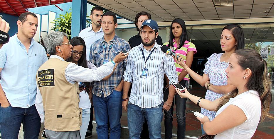 Dirigentes estudiantiles rechazan acusaciones del gobernador