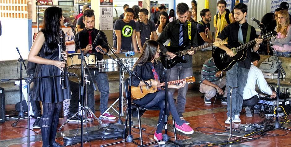 Fiesta cultural en la licenciatura en música